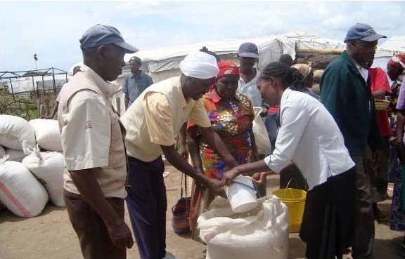 Kenyans receive relief food
